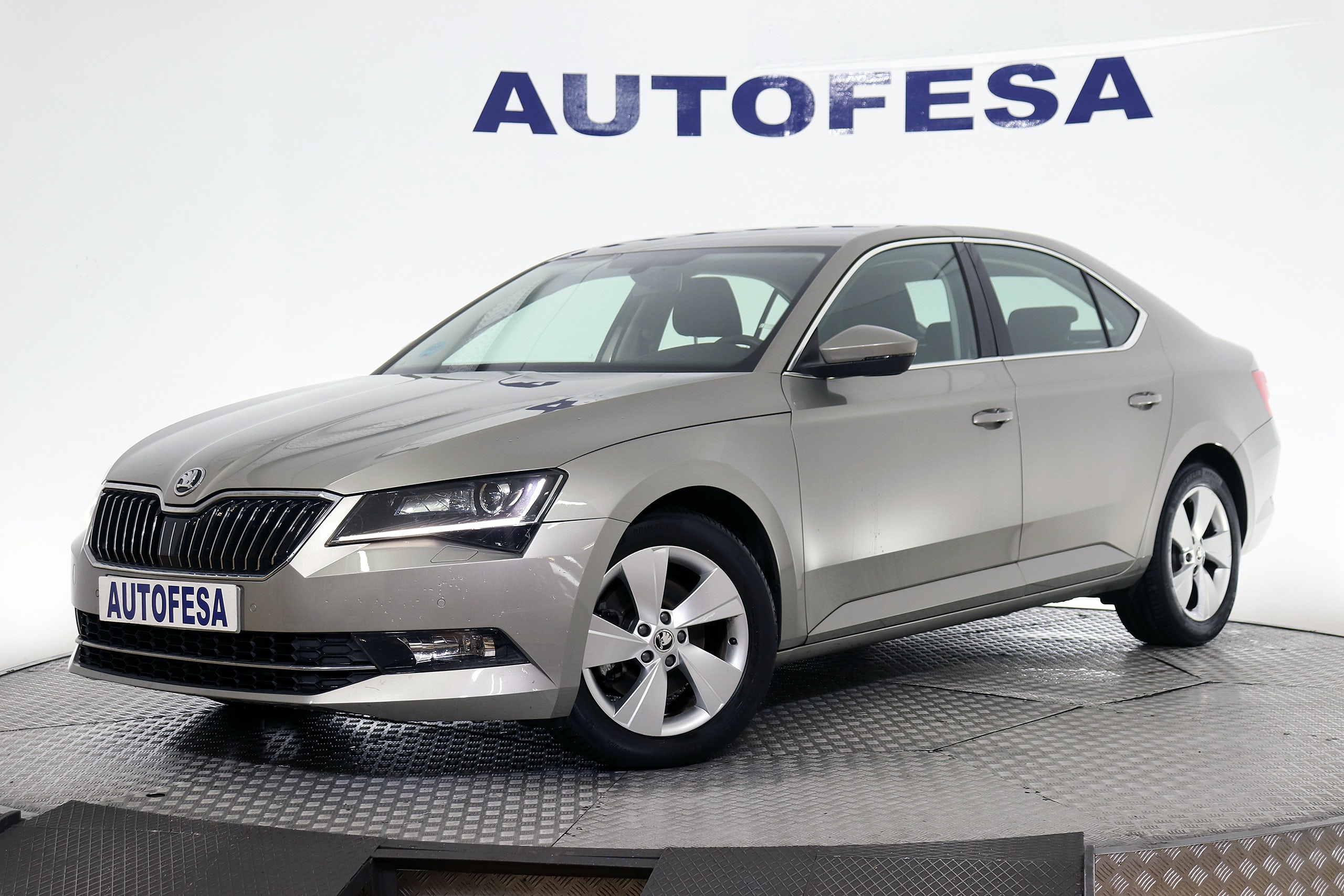 Fotos del Skoda Superb 1.6 TDI CR AMBITION DSG 123cv S/S Exterior 1
